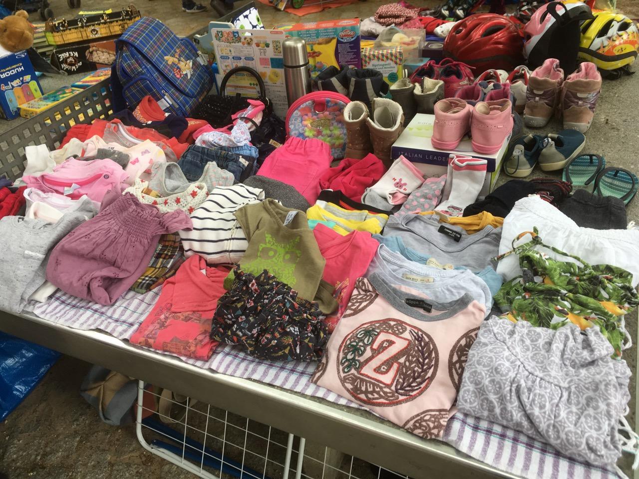 Flohmarkt an der Grundschule / 小学校で初フリマ